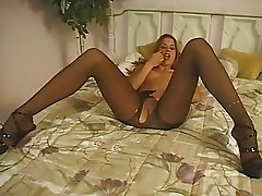 Tast darling enjoys posing and masturbating