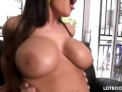 Juicy booty milf Lisa Ann with big tits gets banging