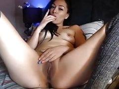 Cute short hair amateur brunette masturbating