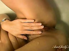 Bathtub masturbation pleasures her lovely milf pussy