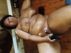 BBW drawing and masturbating