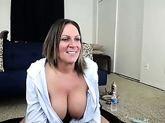 Mature amateur toys hairy pussy in hot solo scene