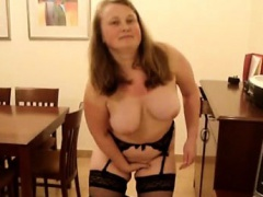 Chubby lass gives an amazing teasing on cam