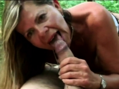 Kinky chick enjoys blowing big cock