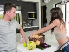Riley Reid In Eating Her Peach