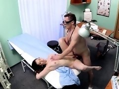 Cheating euro patient cumsprayed on pussy