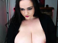 amateur milf with big natural boobs