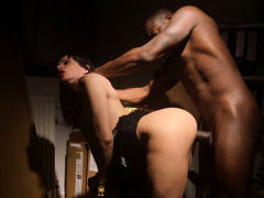 Cumcovered eurobabe riding black dong