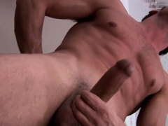Muscly solo hunk strokes