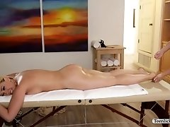 Hot Kagney Linn and Sexy Scarlett Sage making a pussy massage