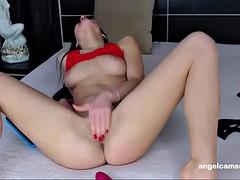 super hot chick masturbates live on cam