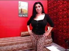 Milf Loves Teasing The Big Cock Of Her Nephew